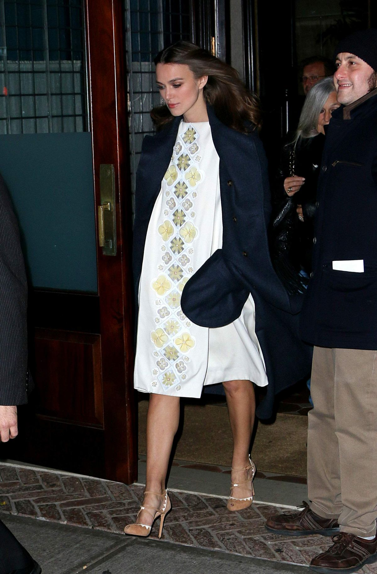 Pregnant KEIRA KNIGHTLEY Leaves a Downtown Hotel in New ...
