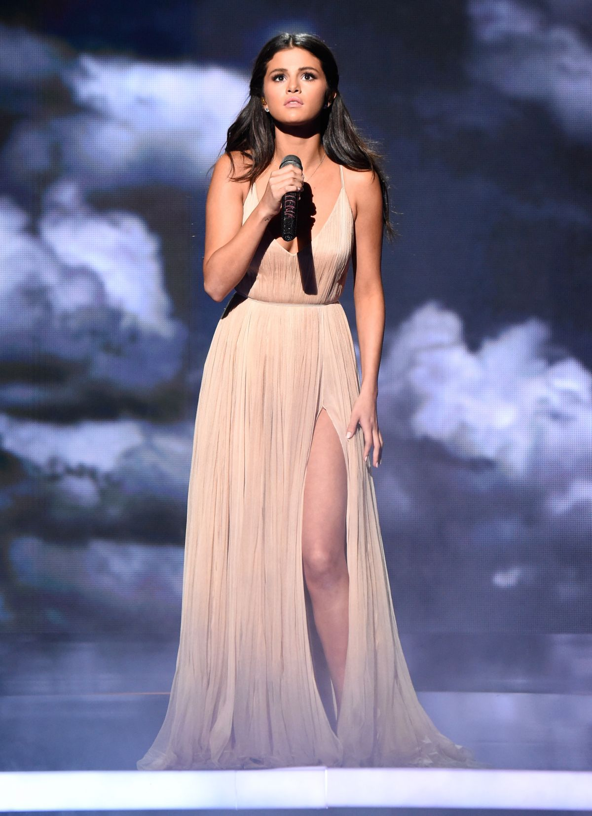 Selena gomez performs at 2014 american music awards in los angeles hawtcele - Photo selena gomez 2014 ...