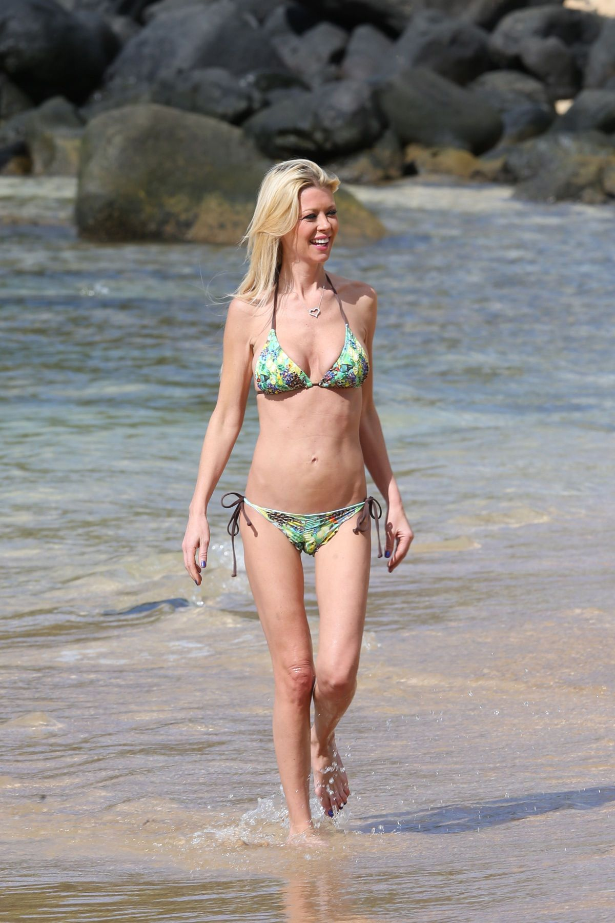 Authoritative Tara reid bikini apologise, can
