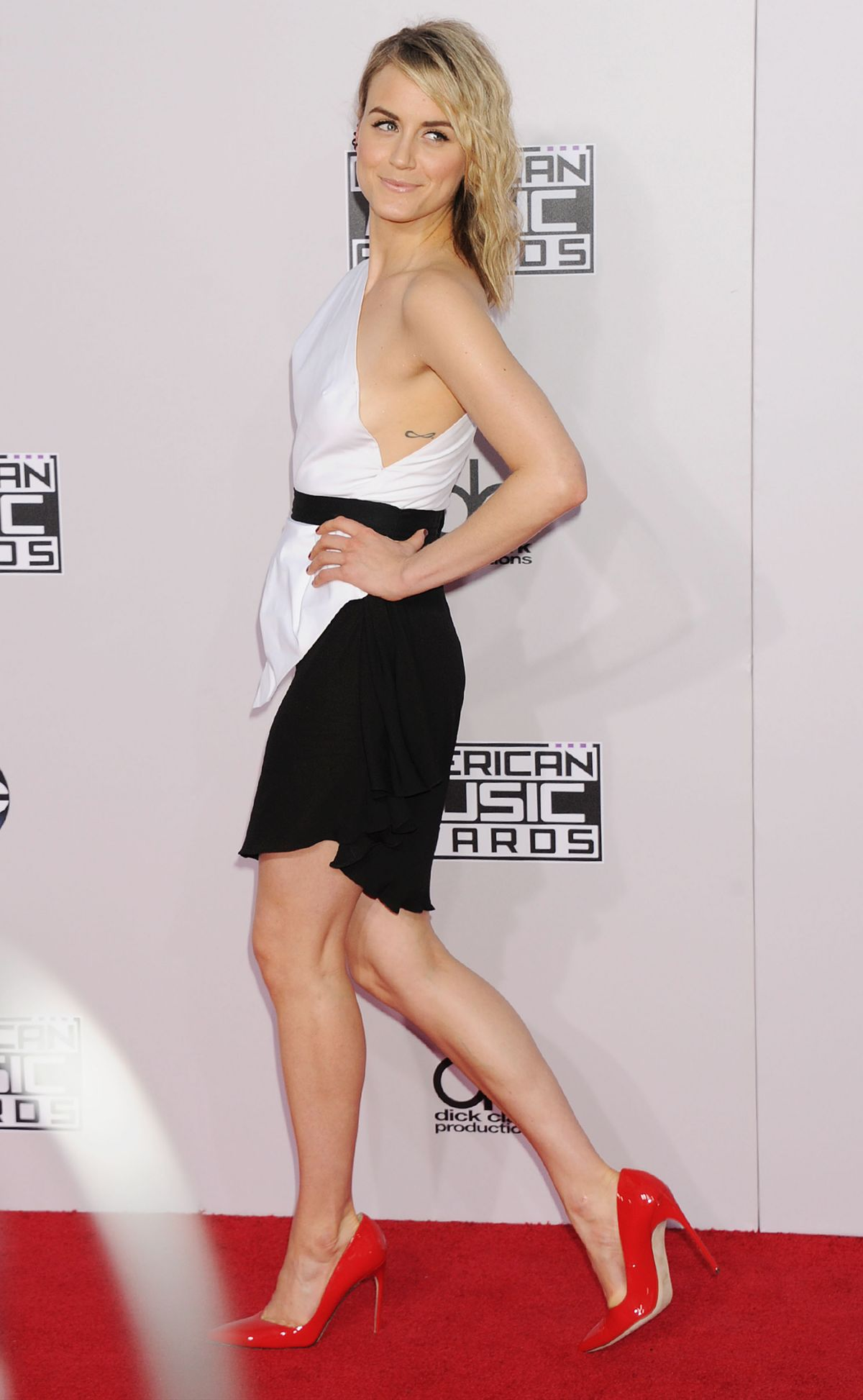 taylor schilling at 2014 american music awards in los