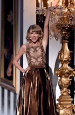 TAYLOR SWIFT Performs at 2014 American Music Awards in Los Angeles