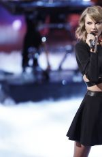 TAYLOR SWIFT Performs at The Voice in Los Angeles
