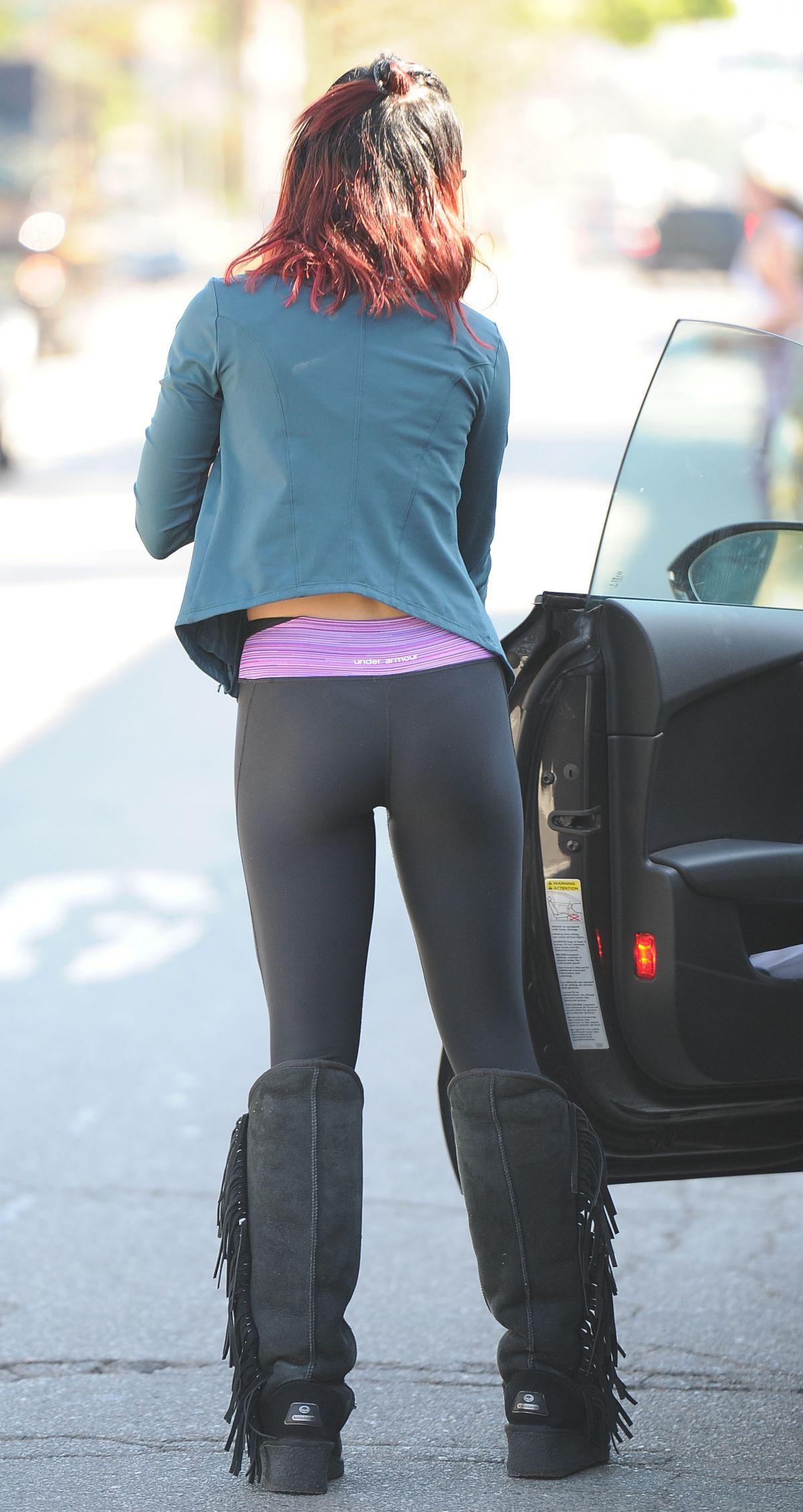 Vanessa hudgens in pantyhose