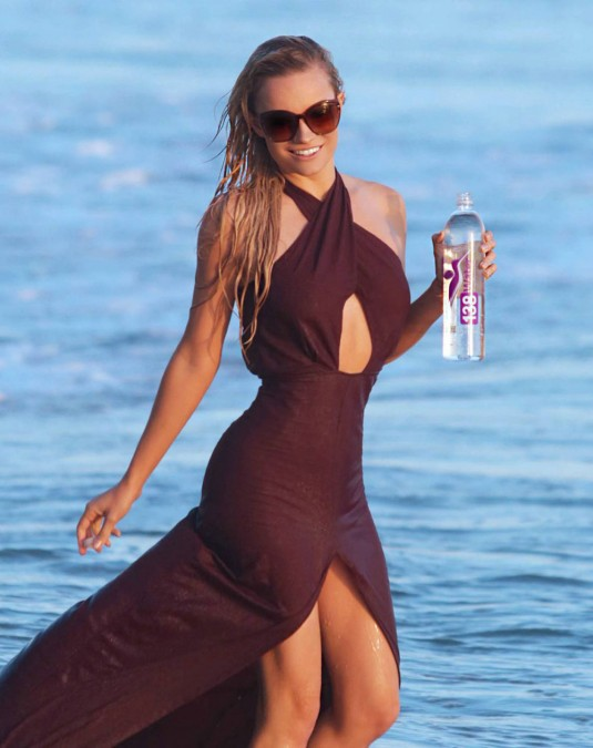 Caitlin O'Connor Does A Hot Photoshoot for 138 Water