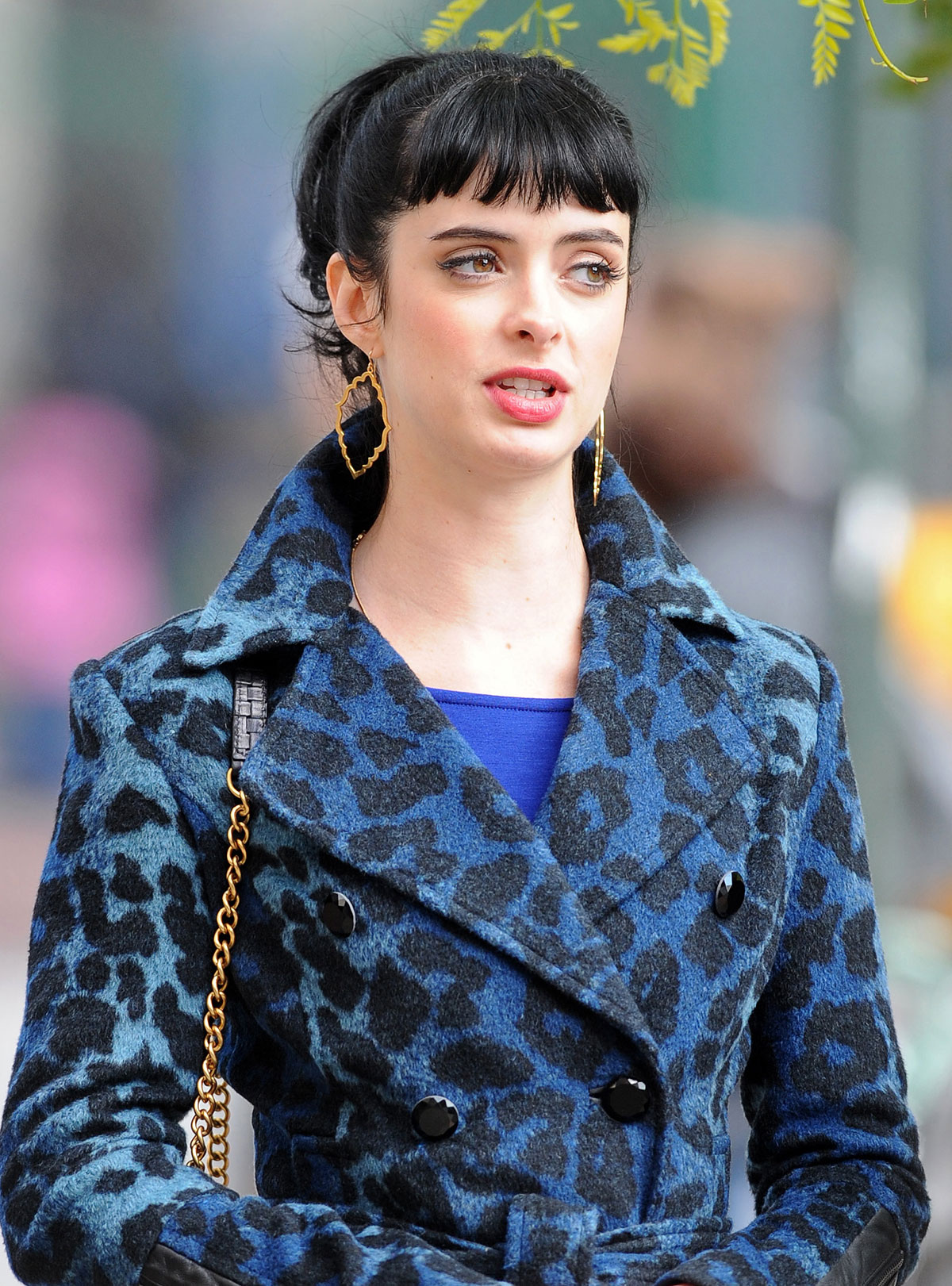 KRYSTEN RITTER on the Set of Her New Show, Apartment 23 ...