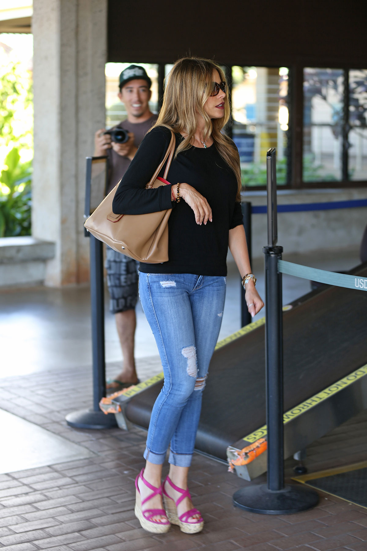 41901db62b0f4 SOFIA VERGARA in Ripped Jeans at the Airport in Hawaii. More pics »