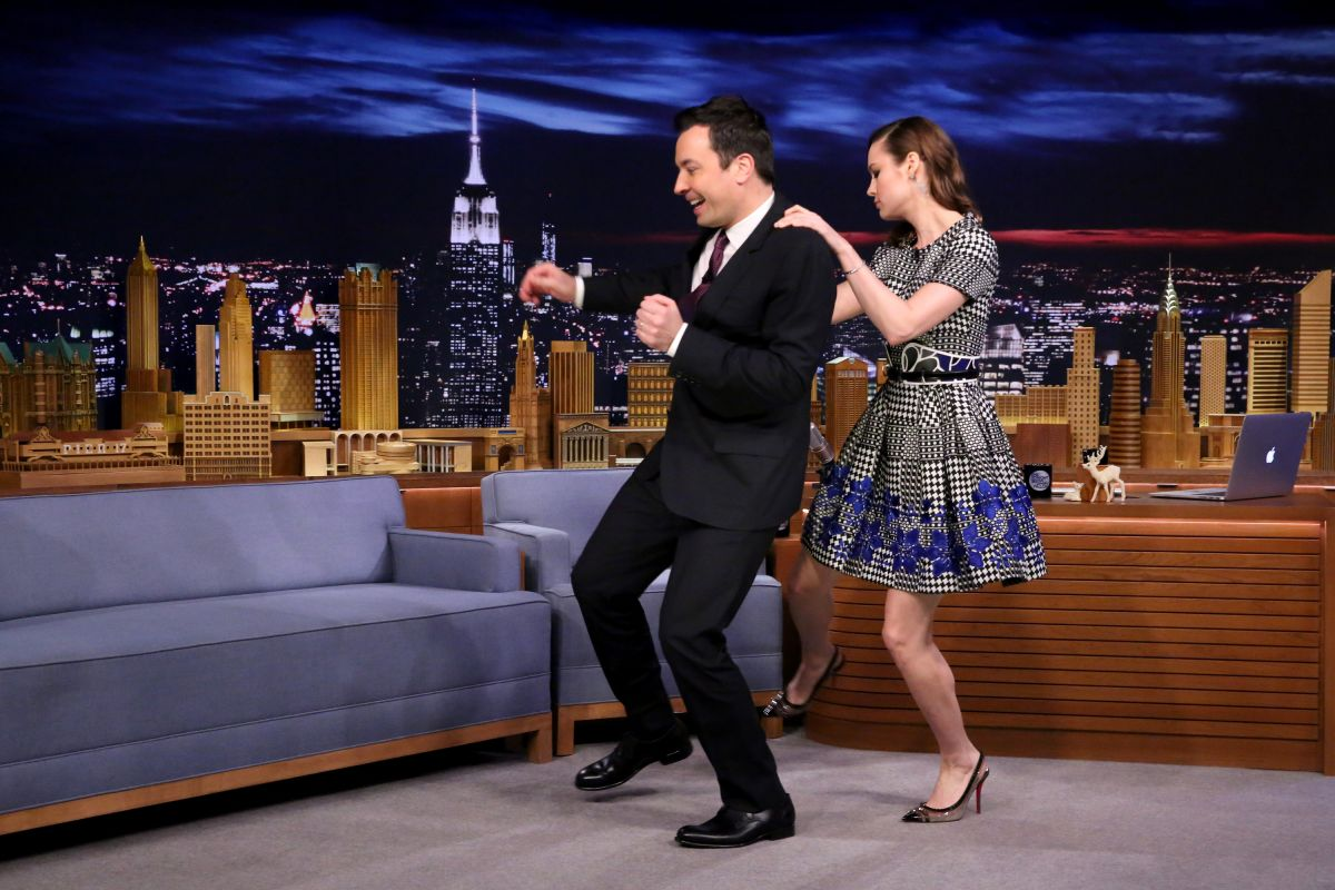 Jimmy fallon hilary swank celebrity jeopardy keanu