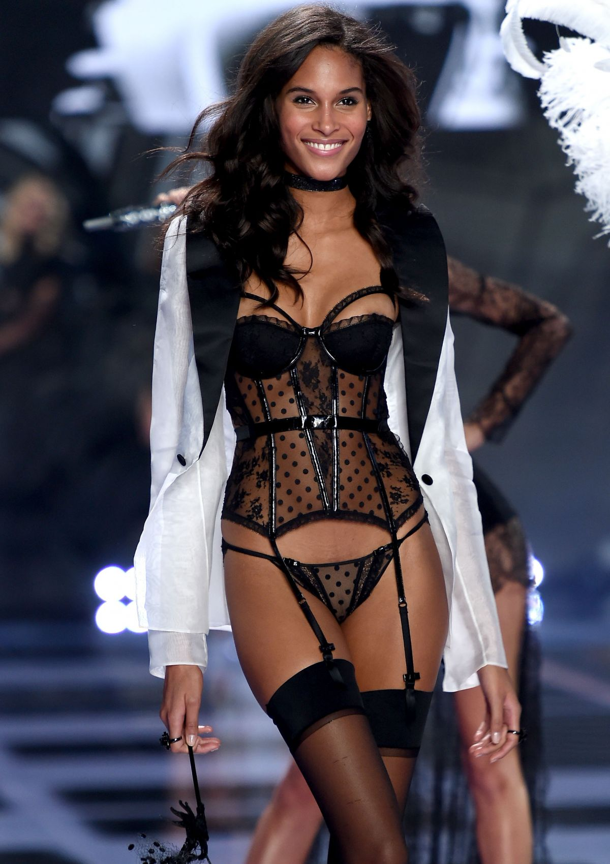 personnage de jovany 17/03/17 trouvé par Martine - Page 5 Cindy-bruna-at-2014-victoria-s-secret-show-in-london_1