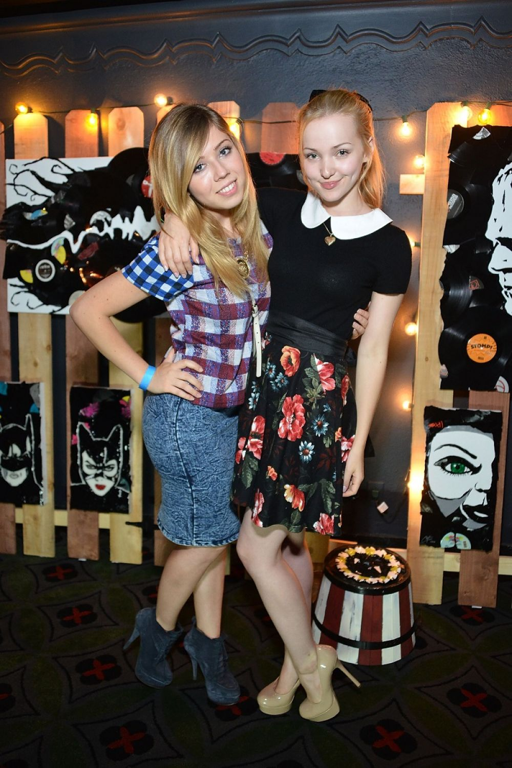 DOVE CAMERON and JENNETTE MCCURDY