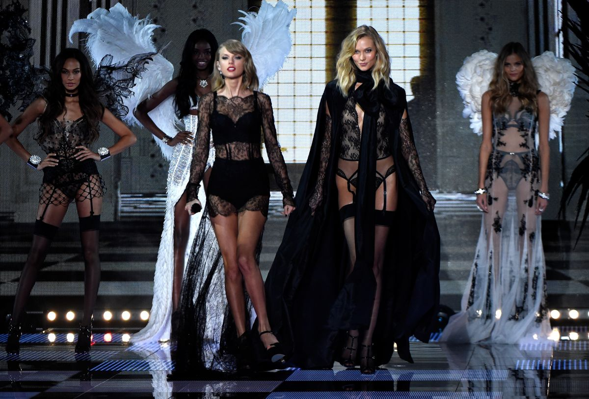 cefee419664 KARLIE KLOSS at 2014 Victoria s Secret Show in London - HawtCelebs