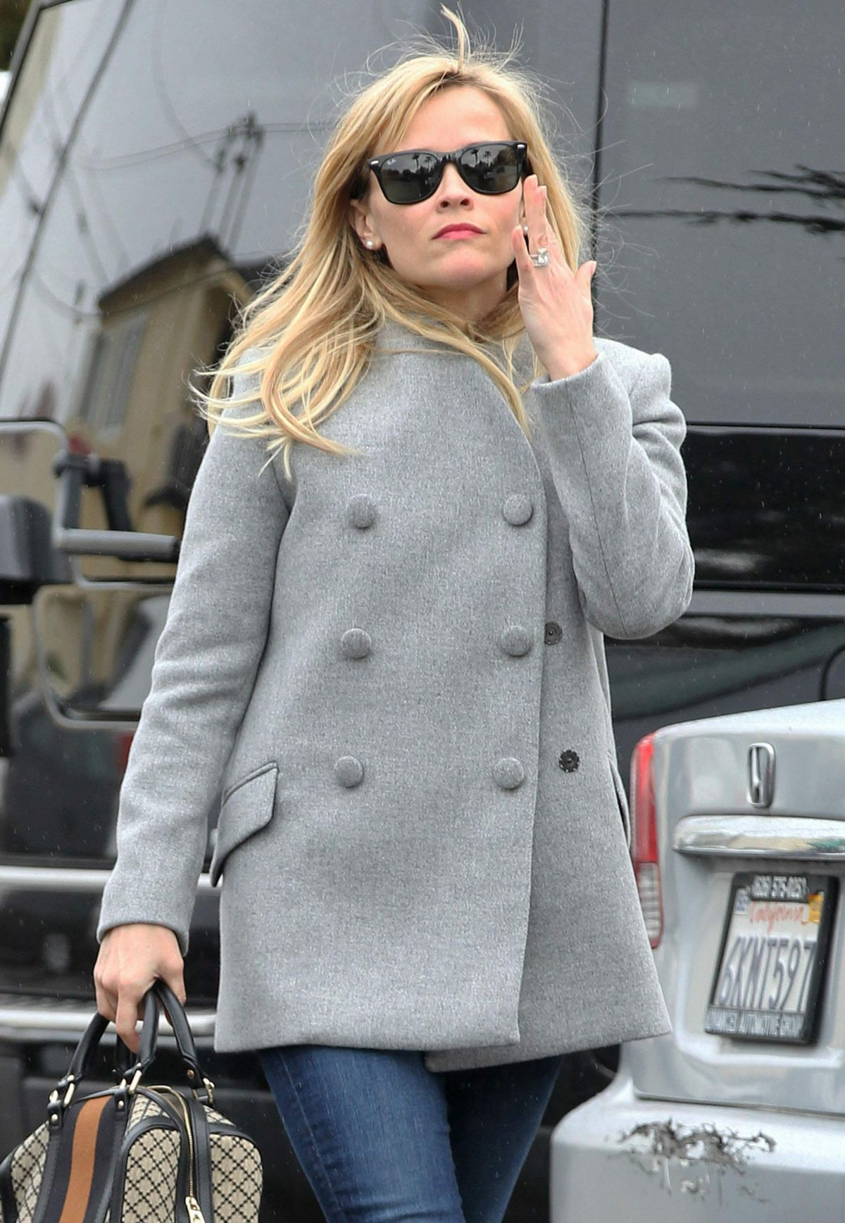 REESE WITHERSPOON at Christmas Shopping in Brentwood 1812