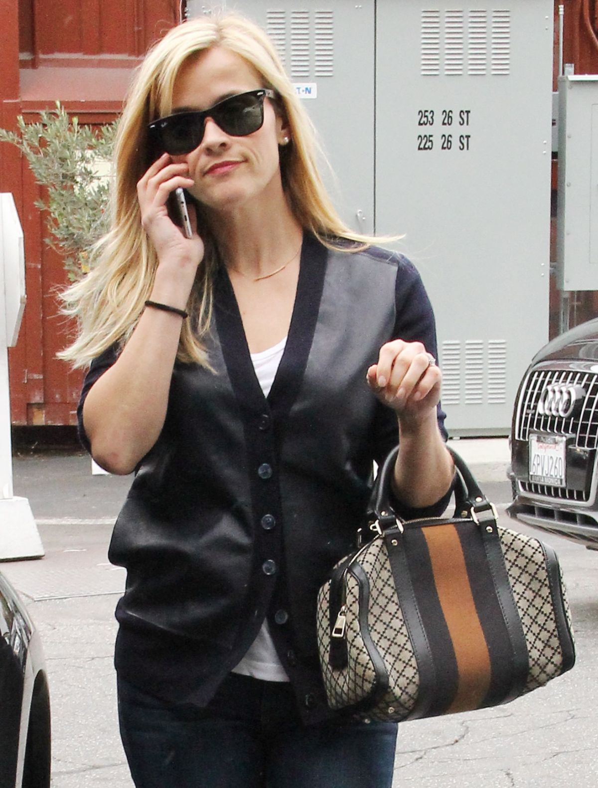 REESE WITHERSPOON Out and About in Brentwood 1812