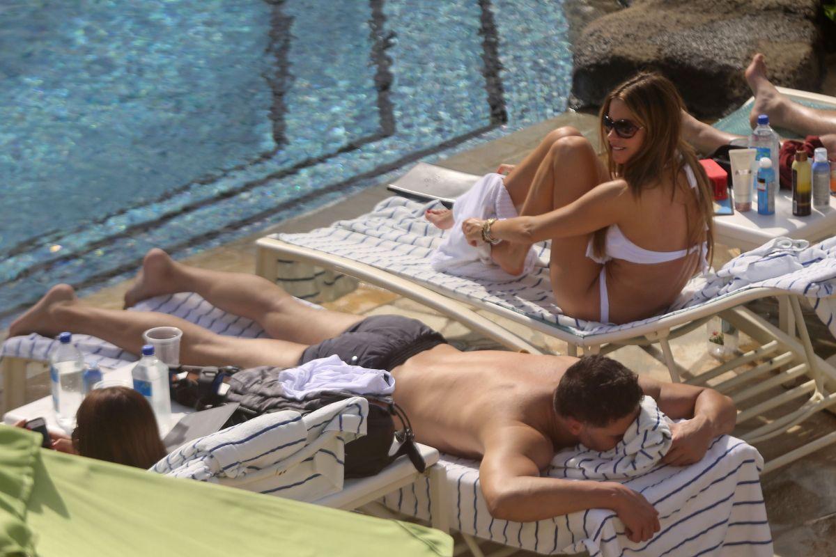 8ae07fb5f0d46 SOFIA VERGARA at a Pool in Hawaii - HawtCelebs