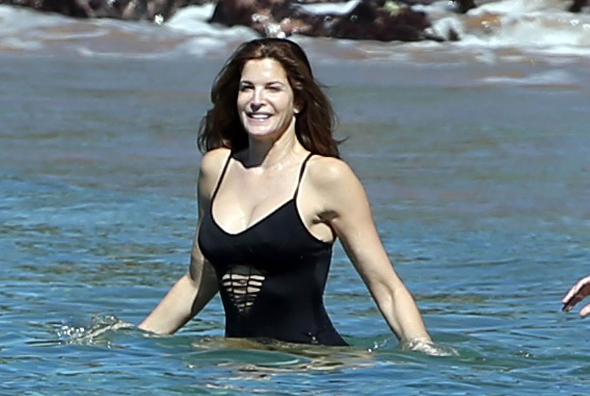 Stephanie seymour in bikini kissing with not her son hotmoza 8