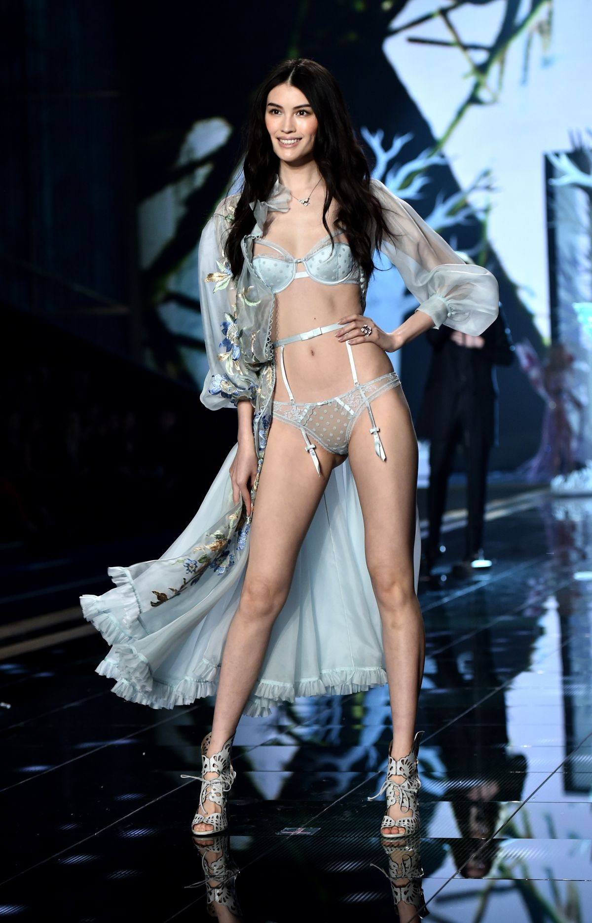 SUI HE at 2014 Victoria's Secret Show in London