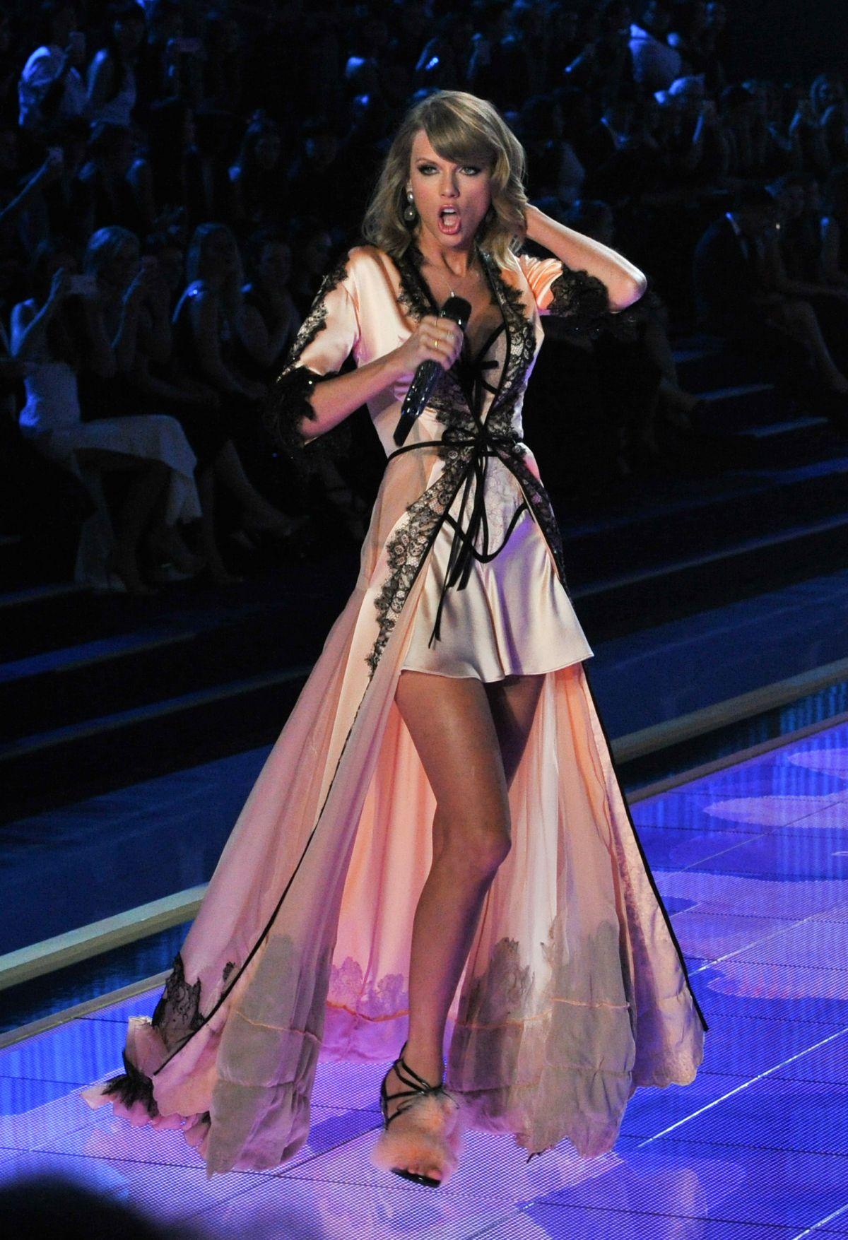Taylor Swift At 2014 Victoria S Secret Show In London Hawtcelebs