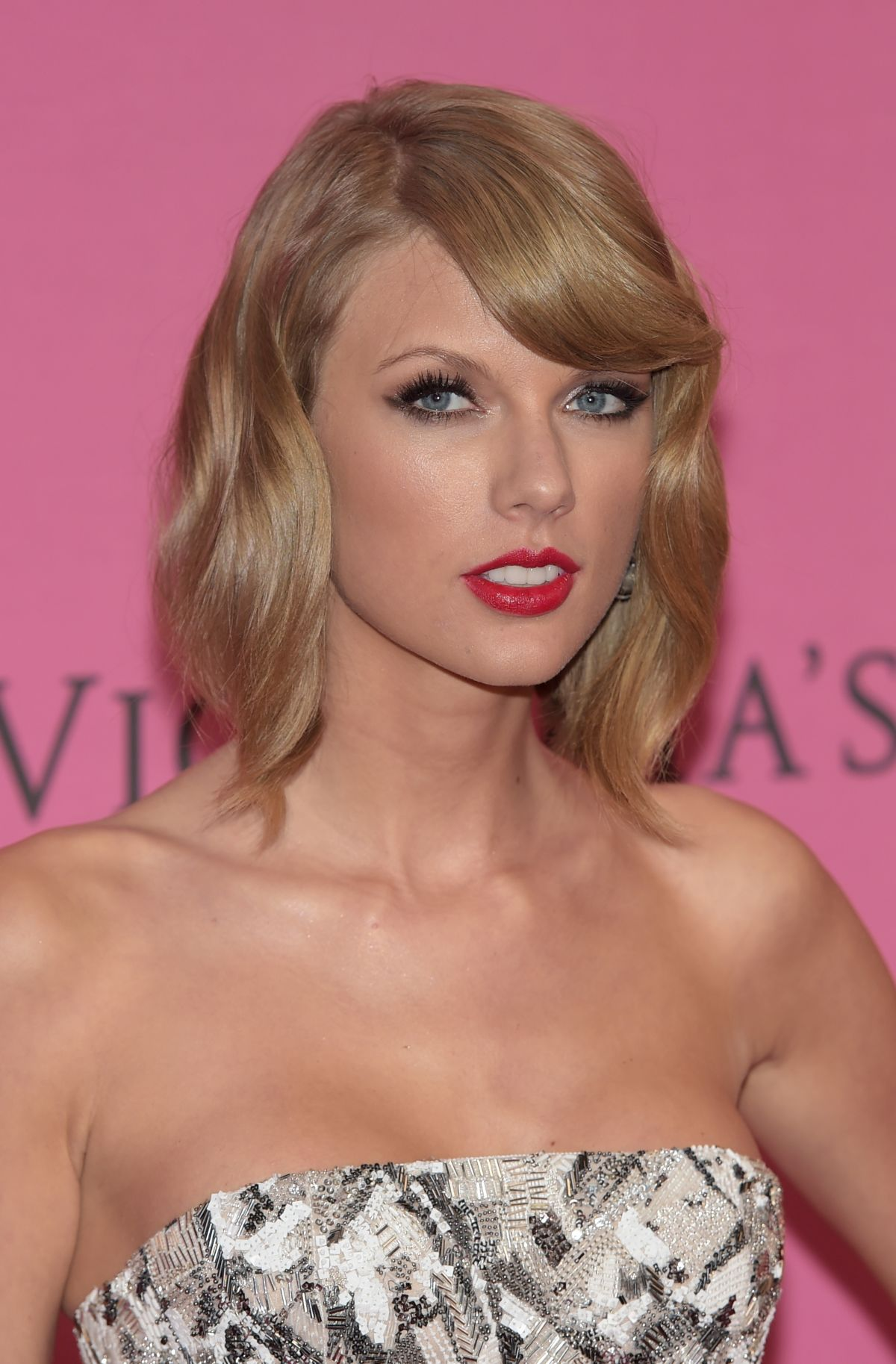 Taylor Swift At 2014 Victoria U2019s Secret Show In London