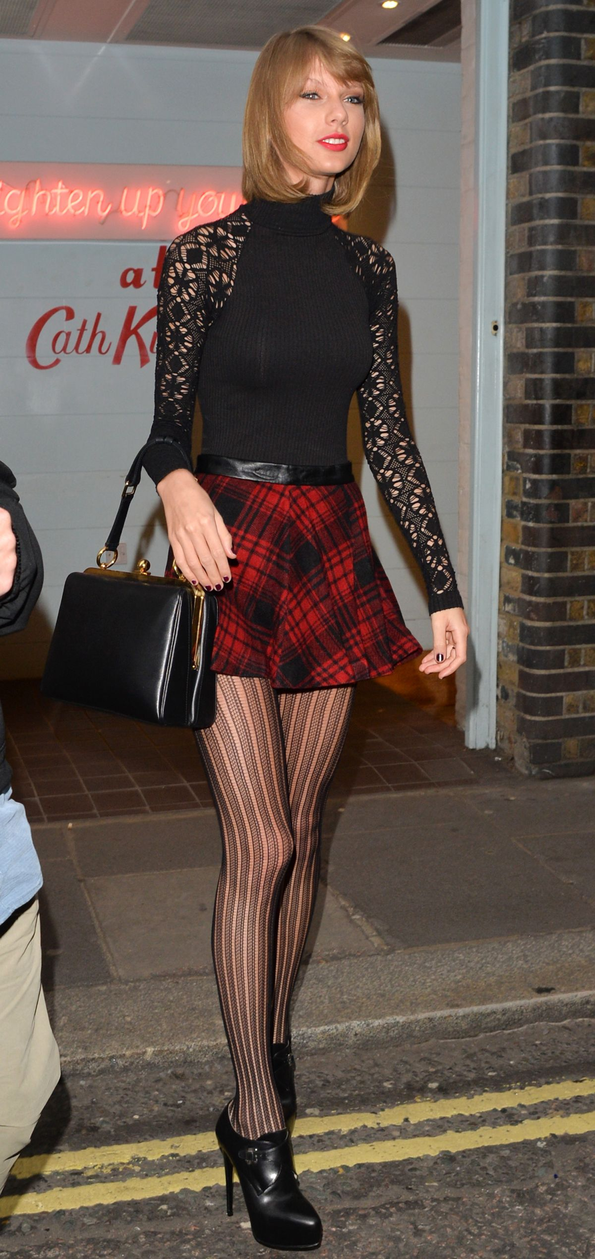 Taylor Swift Out Shopping At Covent Garden In London Hawtcelebs