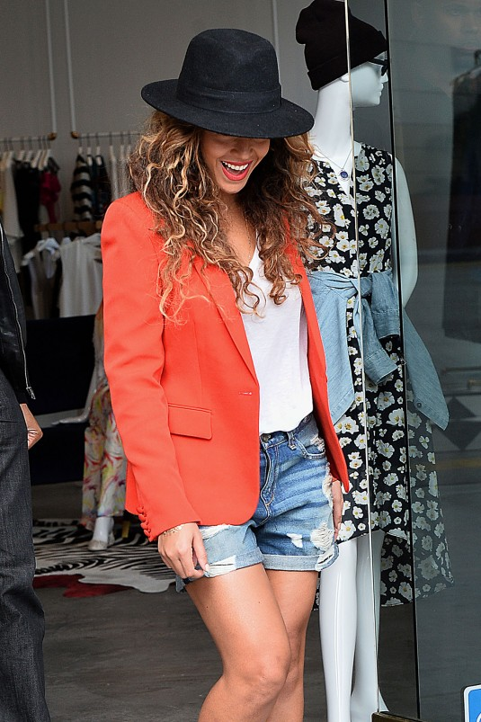 BEYONCE Shopping at Alice and Olivia