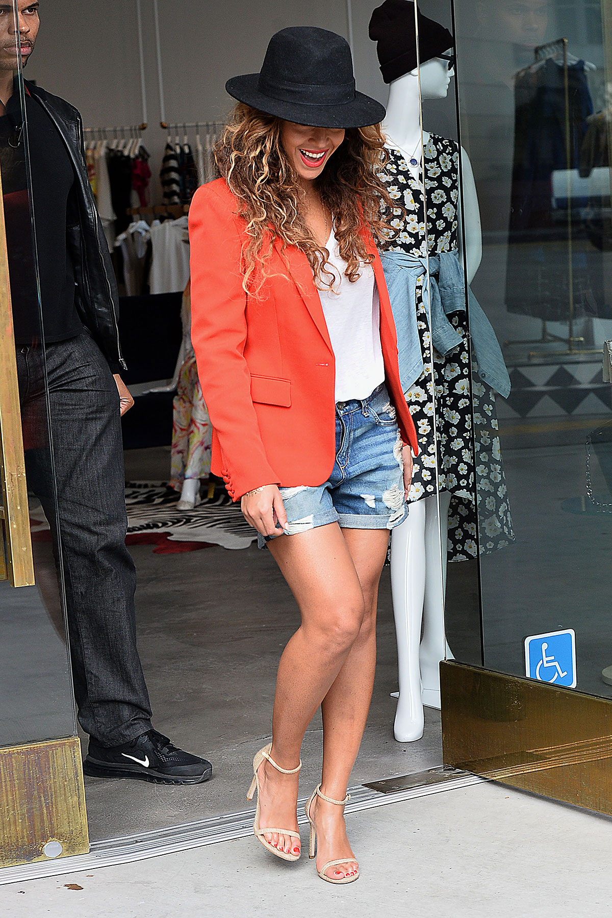 beyonce shopping at alice and olivia in los angeles