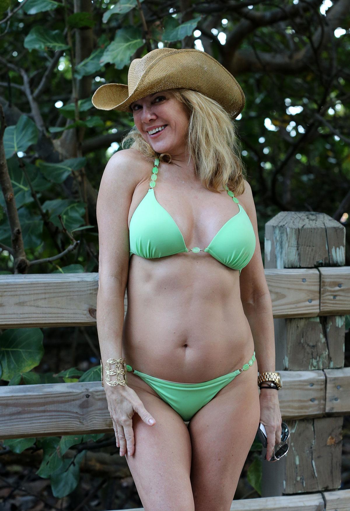 Bikini kill lead singer