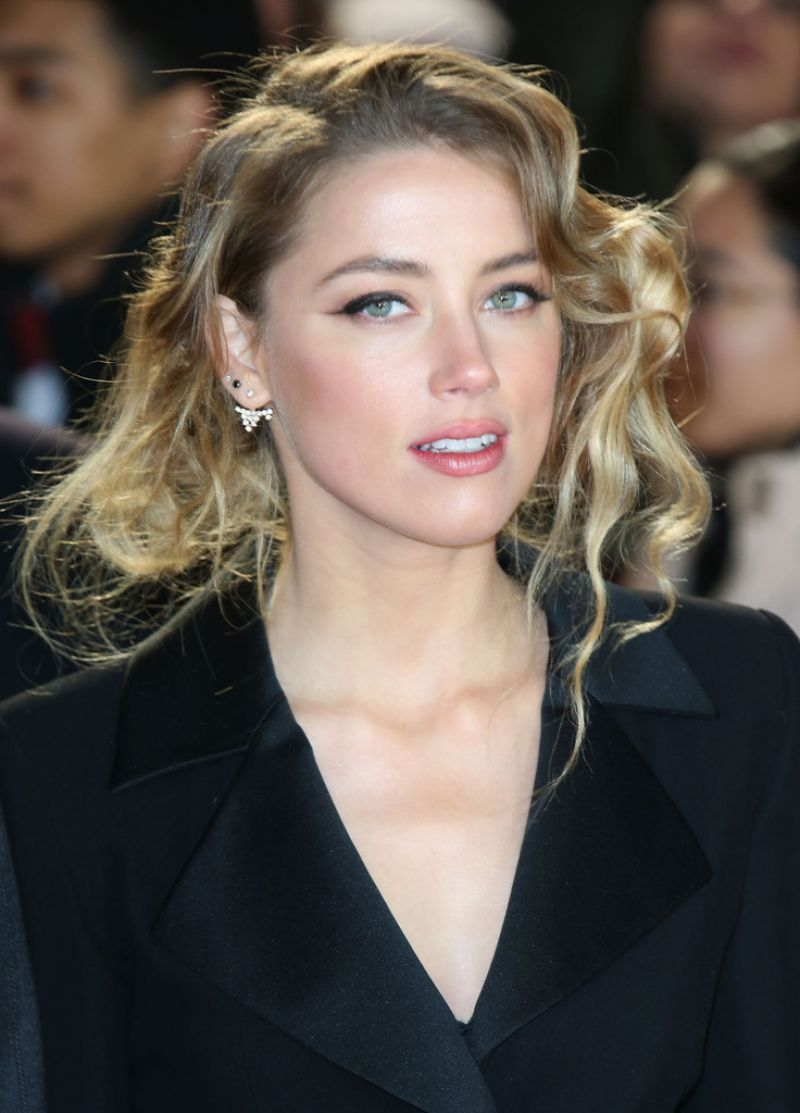 AMBER HEARD at Mortdec...