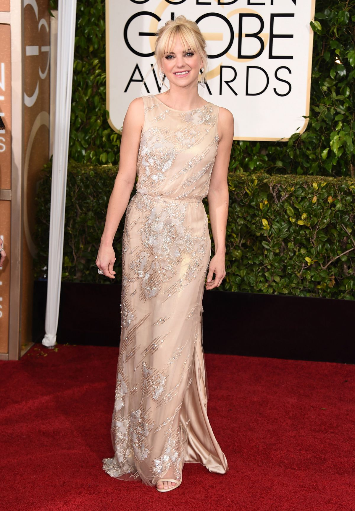ANNA FARIS at 2015 Golden Globe Awards in Beverly Hills