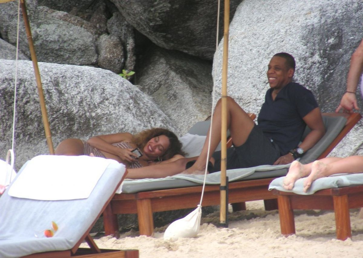 BEYONCE and Jay Z at a Beach in Thailand - HawtCelebs