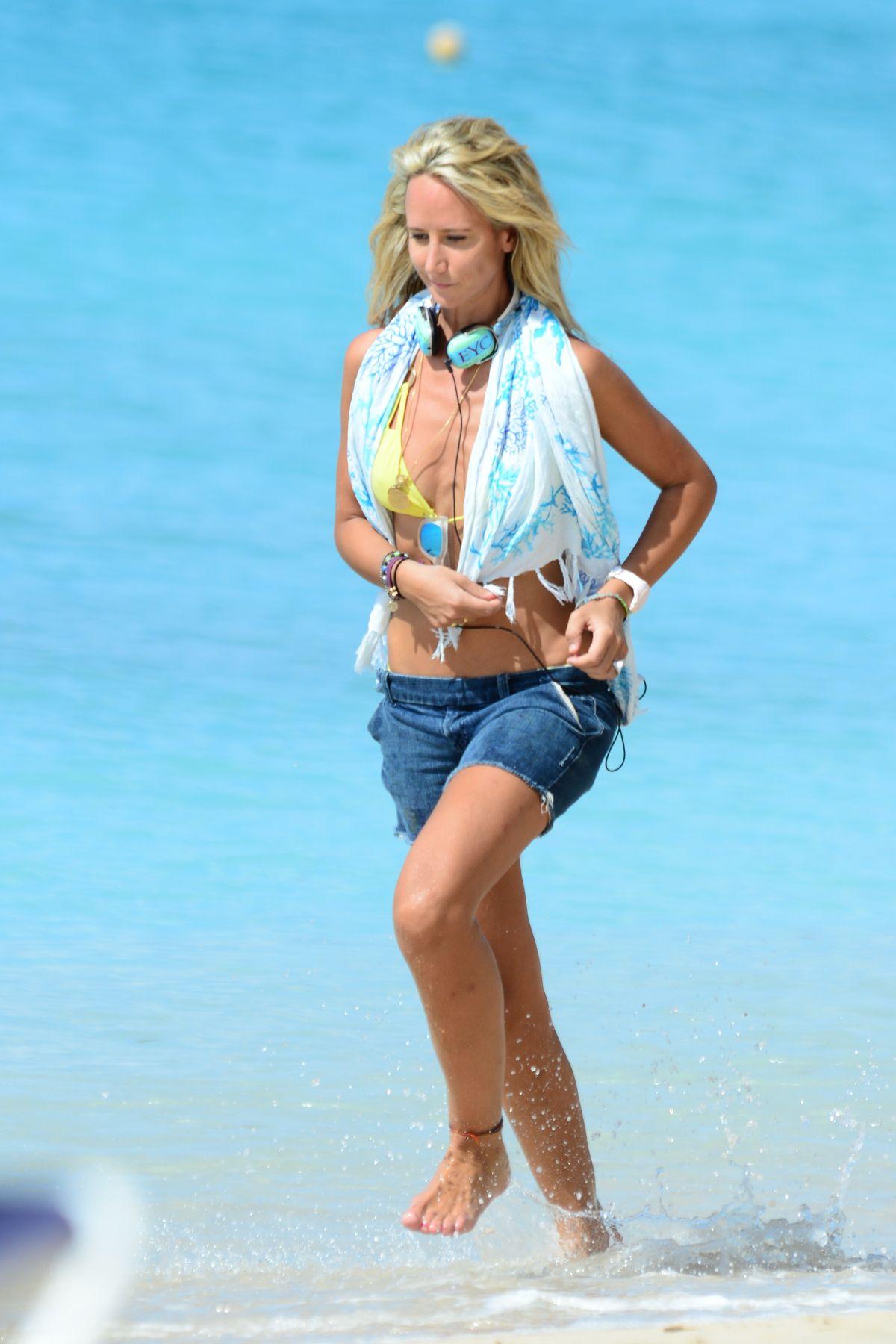 Lady Victoria Hervey in Bikini Boat Party in Barbados Pic 22 of 35