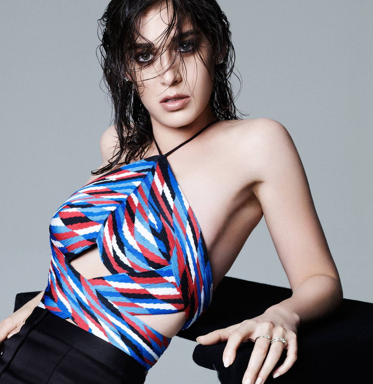 LIZZY CAPLAN in Elle Magazine, February 2015 Issue