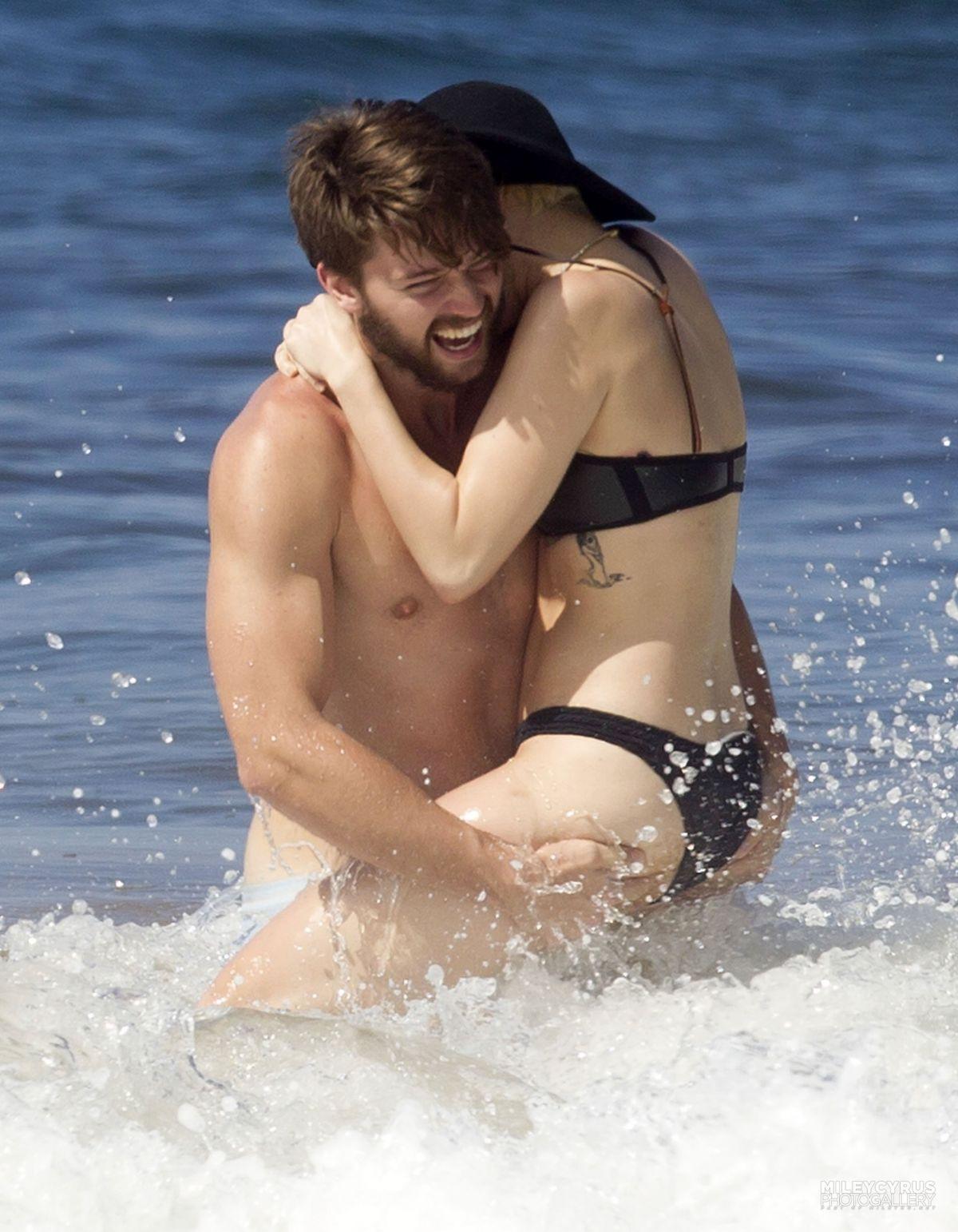 Miley crus bikini superphone, this