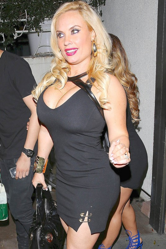 NICOLE COCO AUSTIN Out for Dinner at Madeo Restaurant