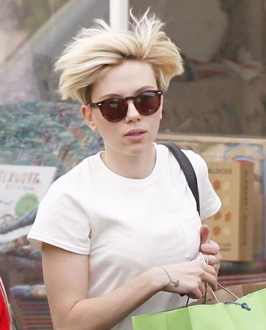SCARLETT JOHANSSON with Very Short Blonde Hair