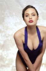 ANGELINA JOLIE - Swimsuits Modeling Photos from 1991