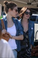 ANNE HATHAWAY Shopping at Farmer