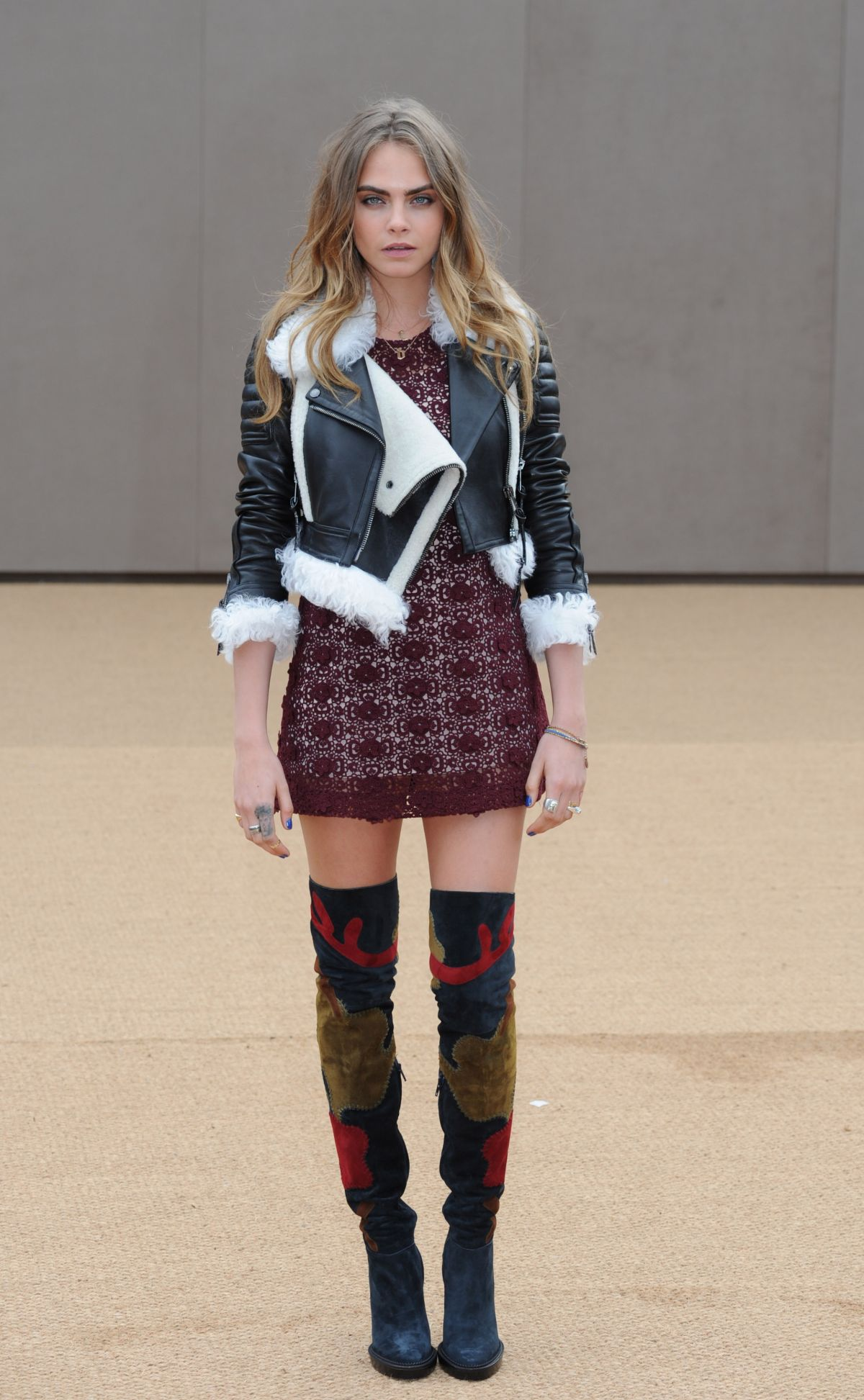 Cara delevingne at burberry fashion show in london hawtcelebs - Burberry fashion show ...