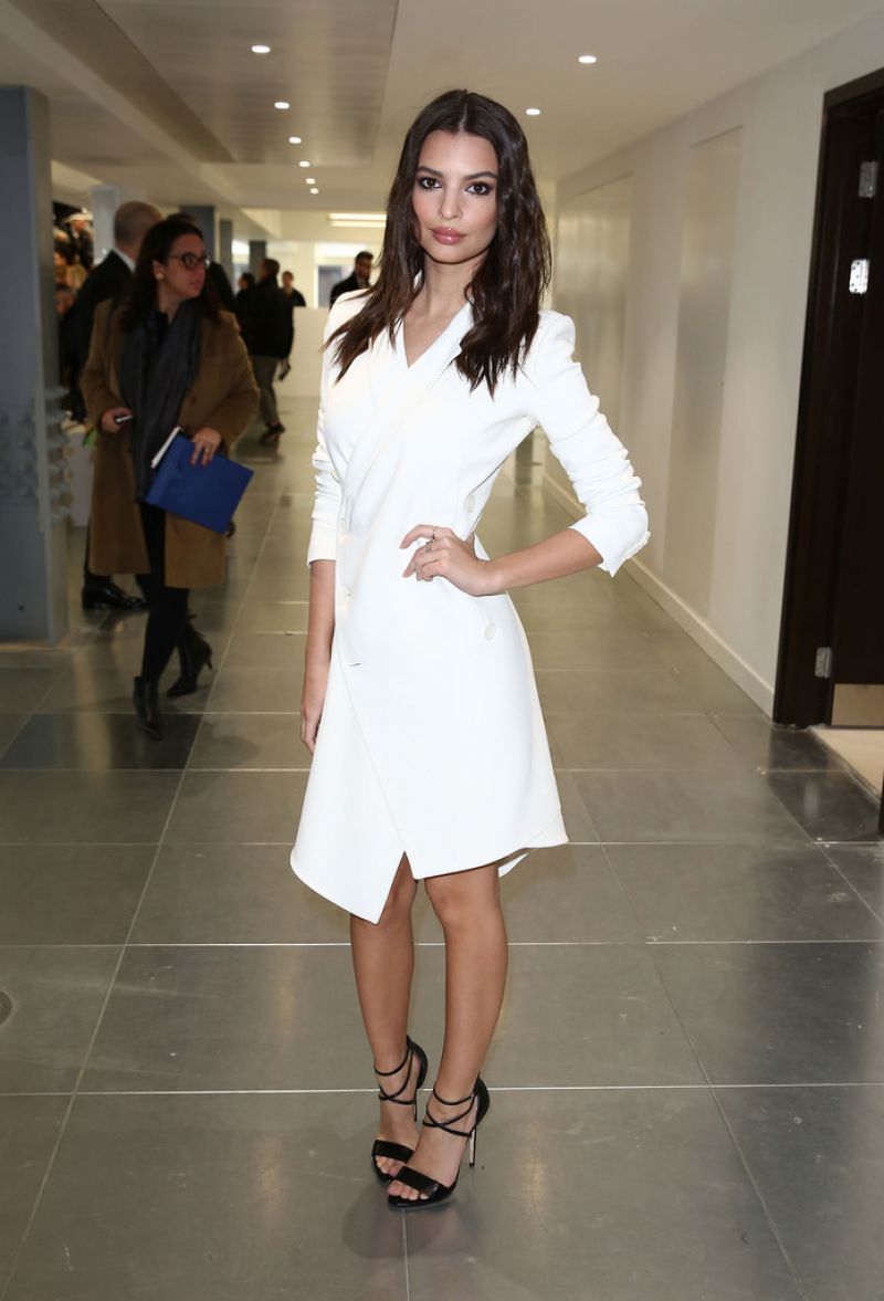 EMILY RATAJKOWSKI at Antonio Berardi Fashion Show in London