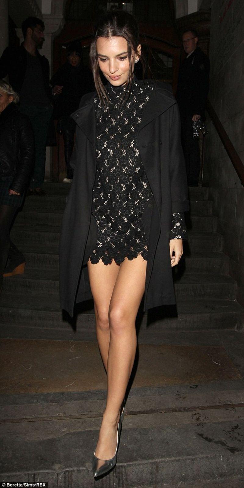 EMILY RATAJKOWSKI at Giles Deacon Fashion Show in London