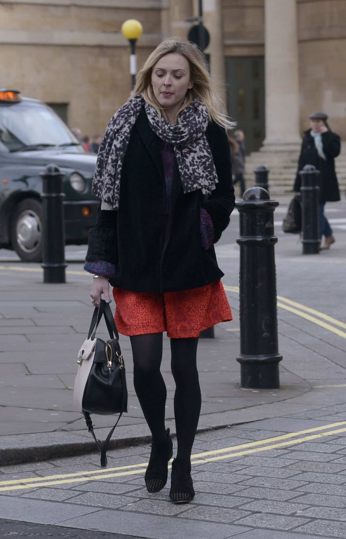 FEARNE COTTON Out and About in London 0202