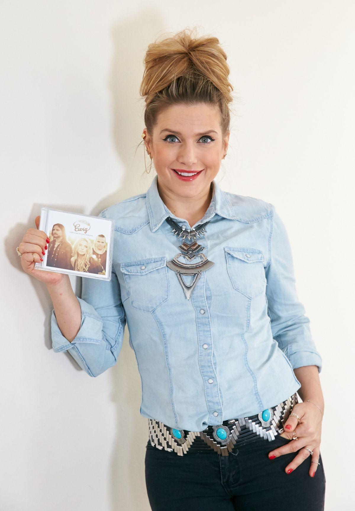 JEANETTE BIEDERMANN Presents Her New CD Indianerehrenwort in Vienna