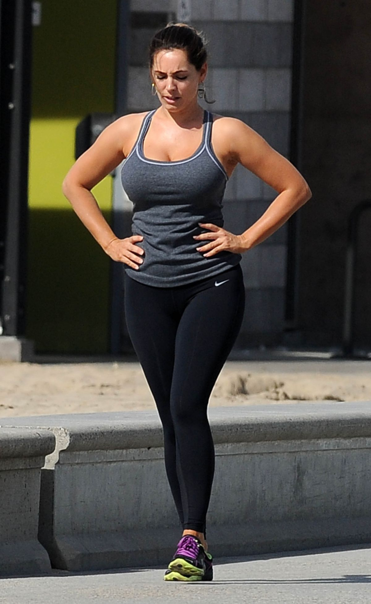 Kelly Brook In Tights Working Out In Los Angeles Hawtcelebs
