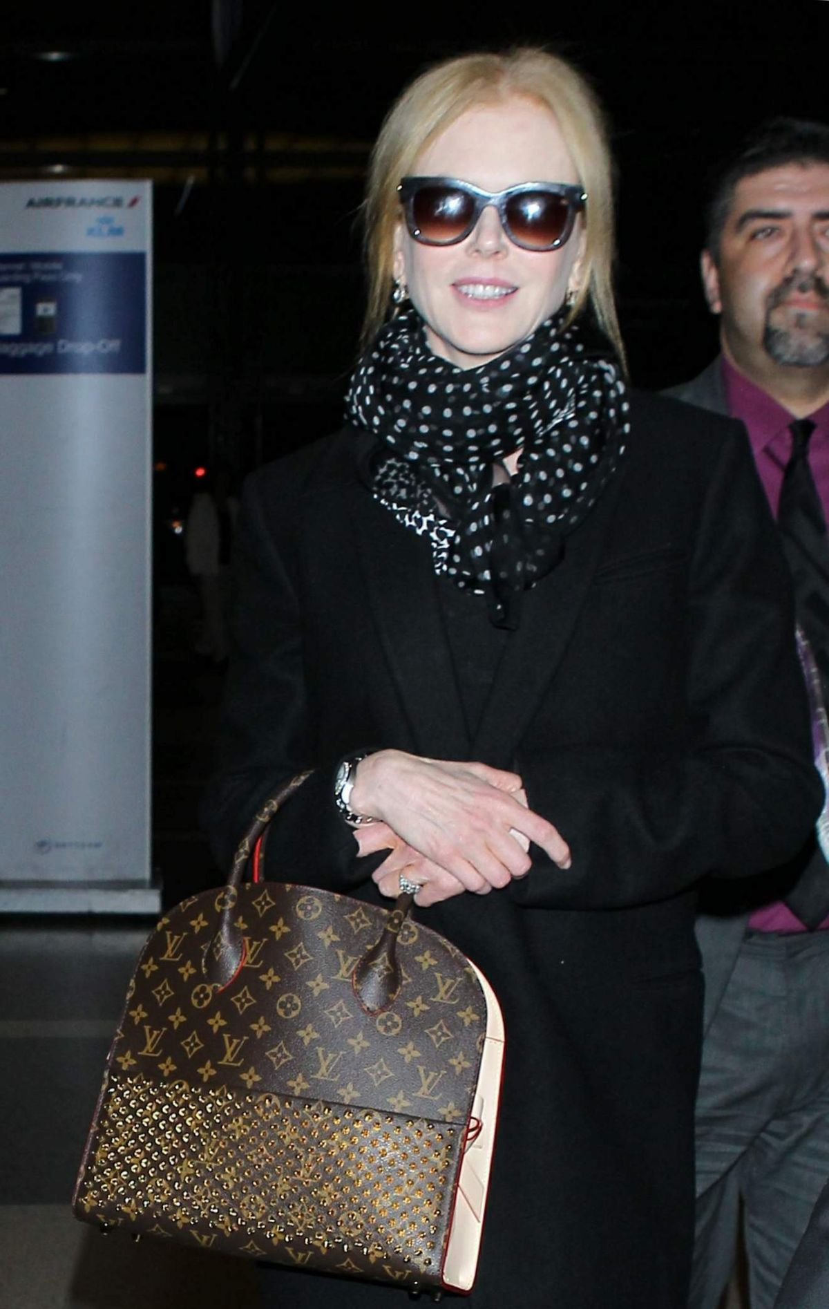NICOLE KIDMAN Arrives at Los Angeles international Airport 0402