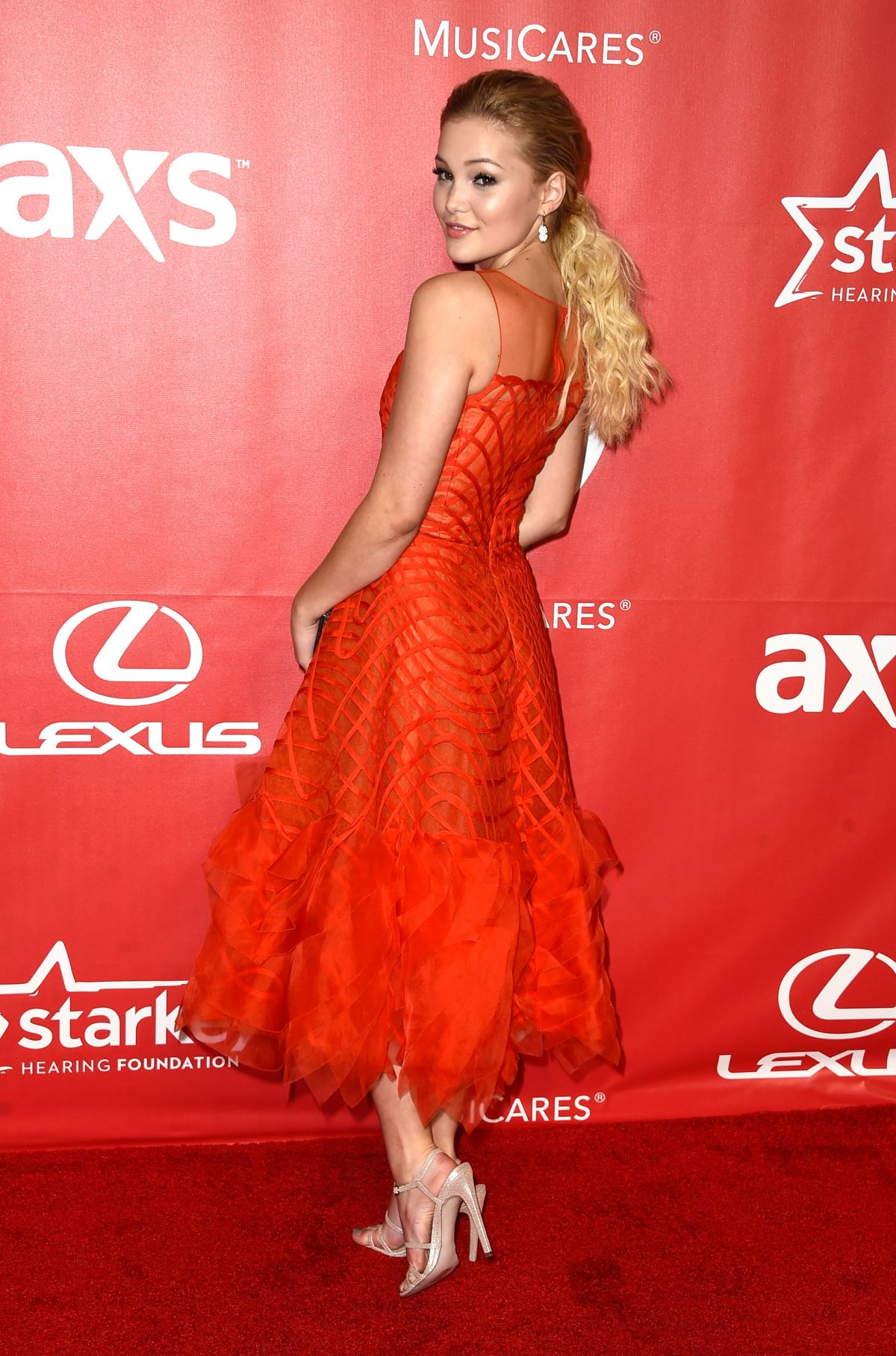 Olivia holt at 2015 musicares person of the year gala honoring bob