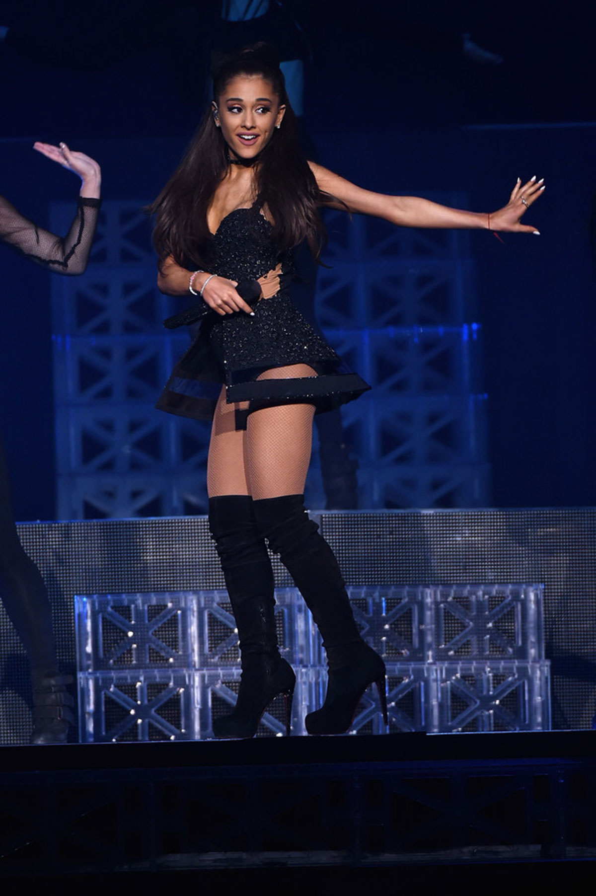 Ariana grande performs at madison square garden in new - Ariana grande concert madison square garden ...