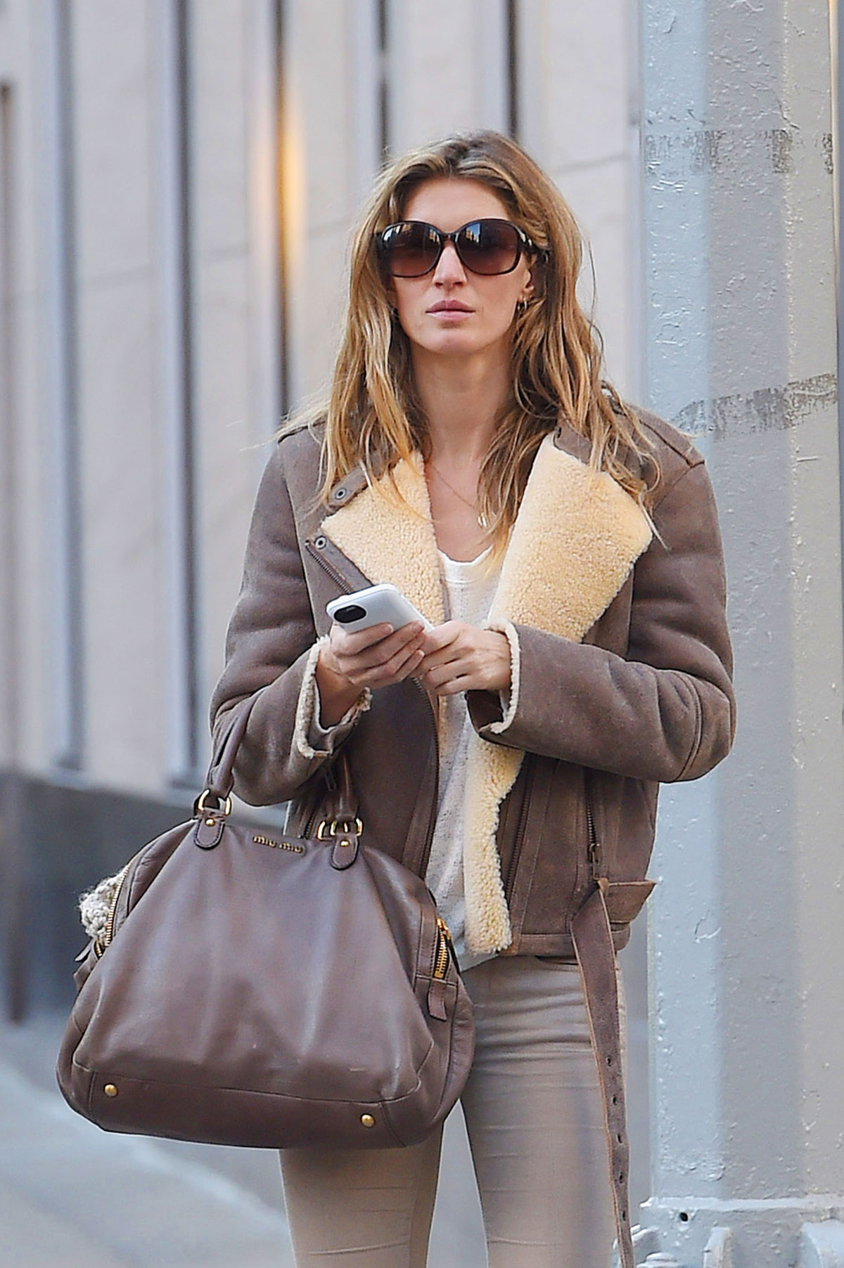 GISELE BUNDCHEN Out and About in New York - HawtCelebs ... Gisele Bundchen