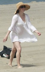 amy-adams-in-bikini-bottoms-on-the-beach-in-los-angeles_6_thumbnail ...