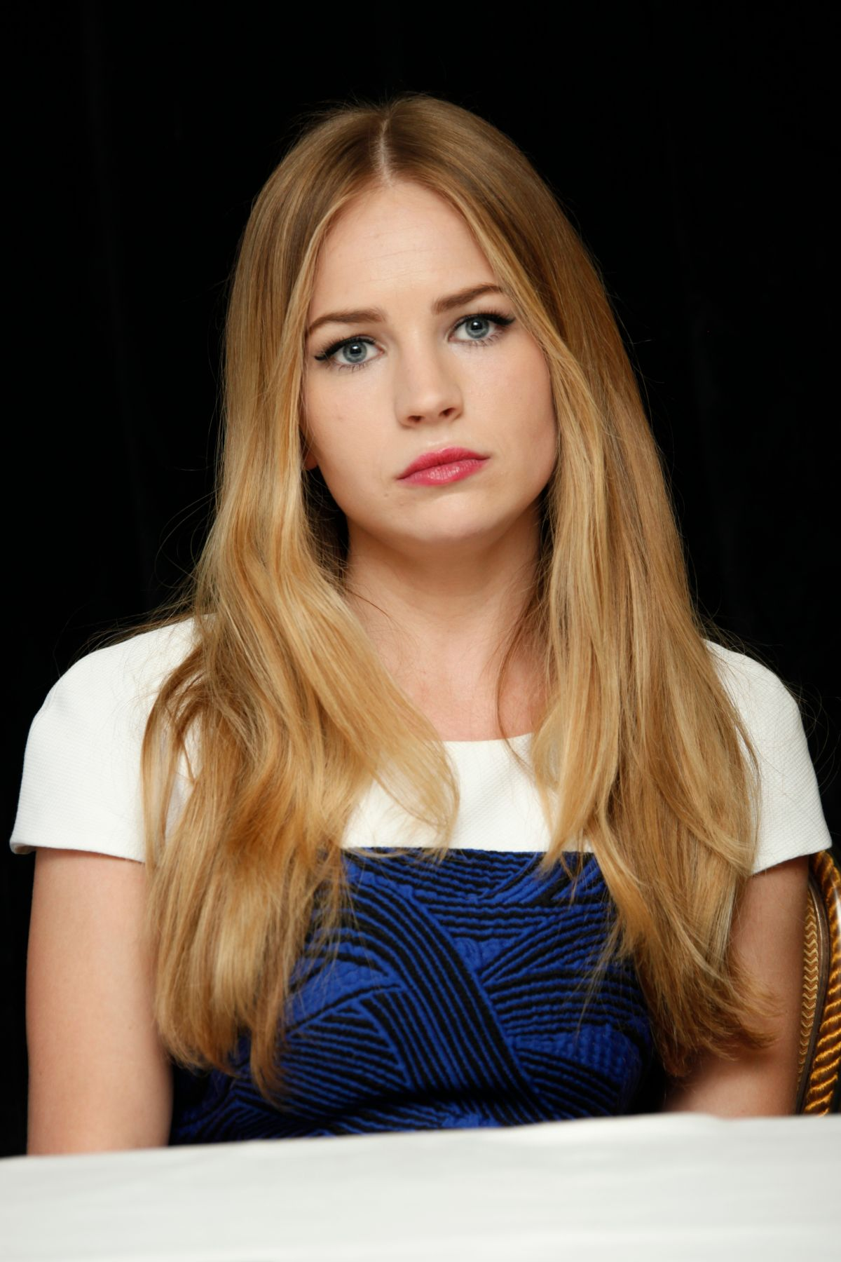 britt robertson at the longest ride press conference in