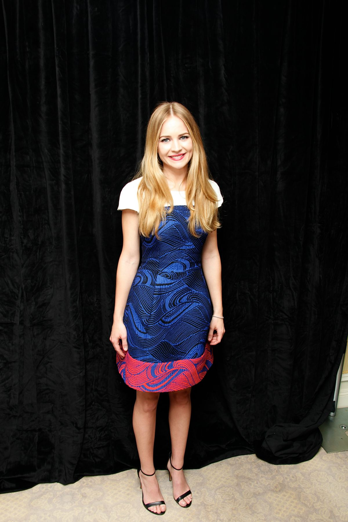 Britt robertson at the longest ride press conference in new york