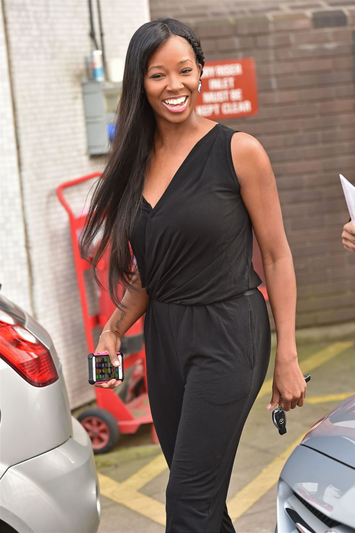 JAMELIA Out and About in London 1103