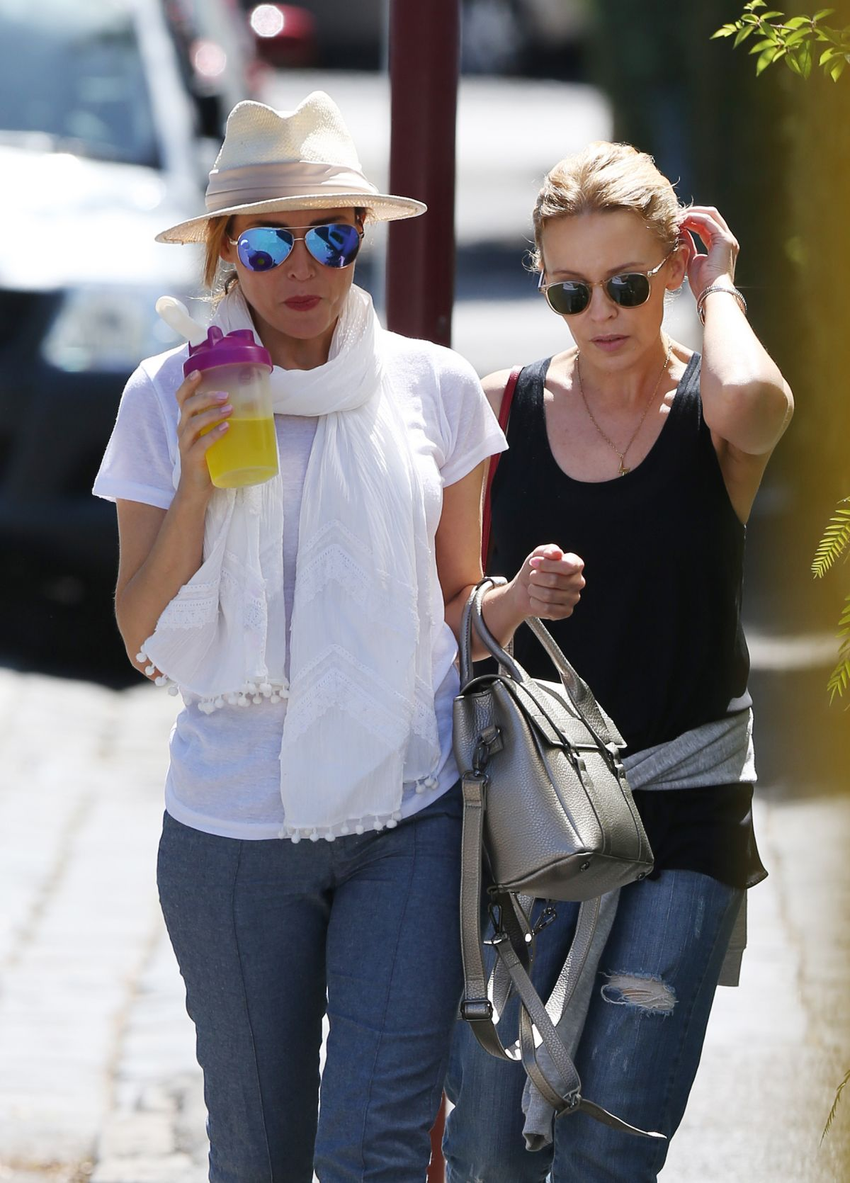 KYLIE and DANNII MINOGUE Out and About in Melbourne